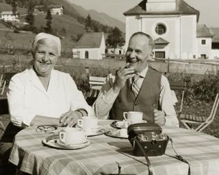 195825_Frühstück im Garten