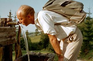 194178_Mann trinkt Quellwasser