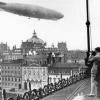 Zeppelin über dem Hotel Adlon in Berlin, 1924 (192515)