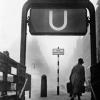 Frau an einerm Berliner U-Bahnhof, 1931 (192998)