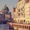 Palast der Republik und dahinter der Berliner Dom, 1990 (194208)