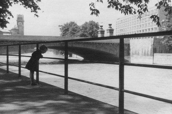 Mädchen an der Isar, 1955