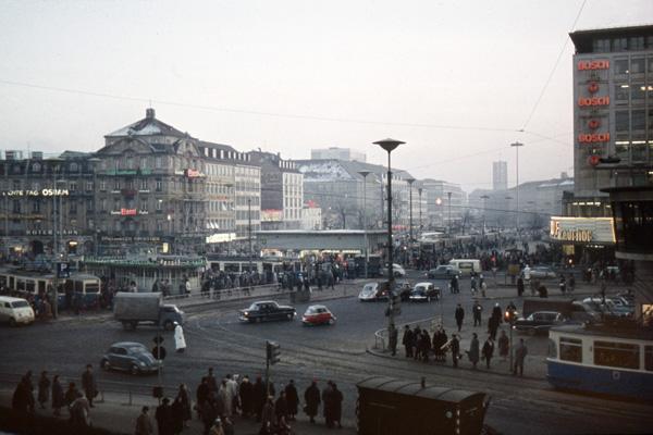 Blick auf den Karlsplatz (Stachus) in München vom Justizpalast aus.