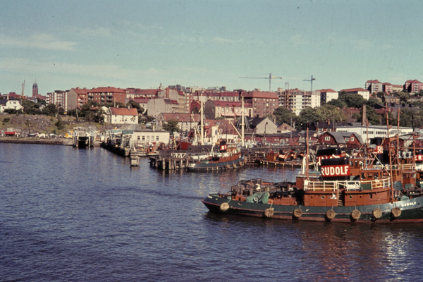 Blick auf die Anlegestelle für Fährschiffe im Hafen von Göteborg.