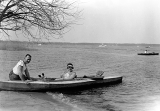193806_Paar im Ruderboot