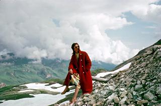 193779_Frau in den Bergen