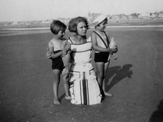 Nr. 191067_Mutter und zwei Kinder