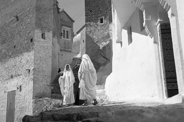 Fröhliche junge Marokkanerinnen in Chaouen.