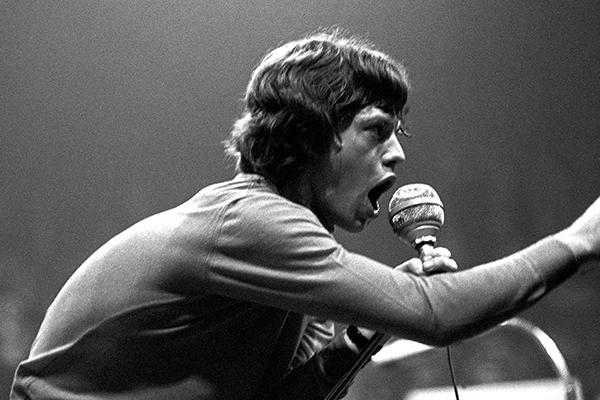 Der S‰nger Mick Jagger beim ersten Konzert der Rockband Rolling Stones in Deutschland in der Halle M¸nsterland in M¸nster.
