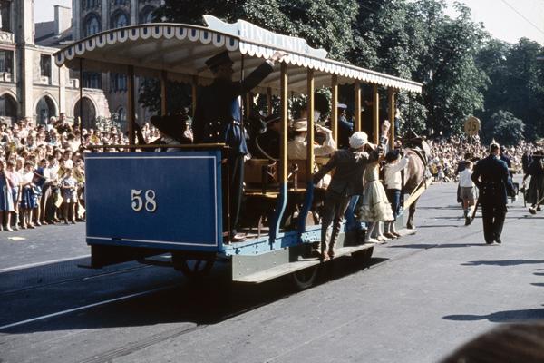 Historische Pferde-Straßenbahn anlässlich der 800 Jahrfeier der Stadt München.