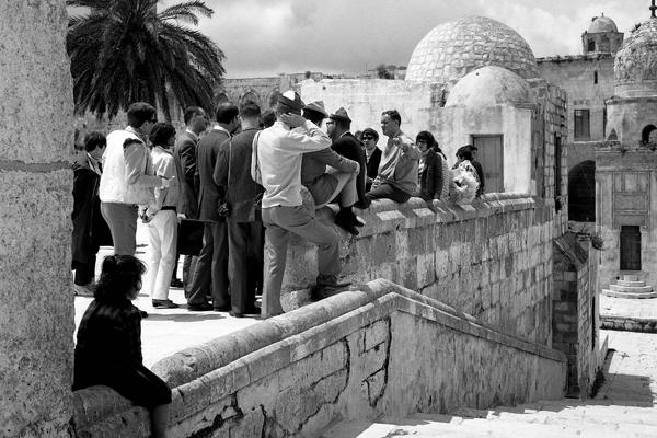 Eine Reisegruppe der Berliner Jungsozialisten auf dem Tempelberg in Jerusalem.
