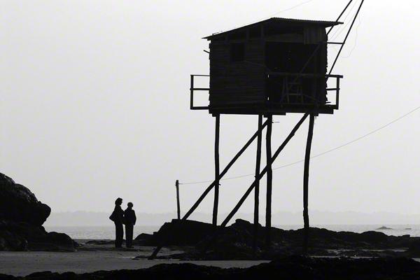 Ein Fischerhäuschen (Pecherie) an der Atlantikküste am Tharon Plage bei Nantes.