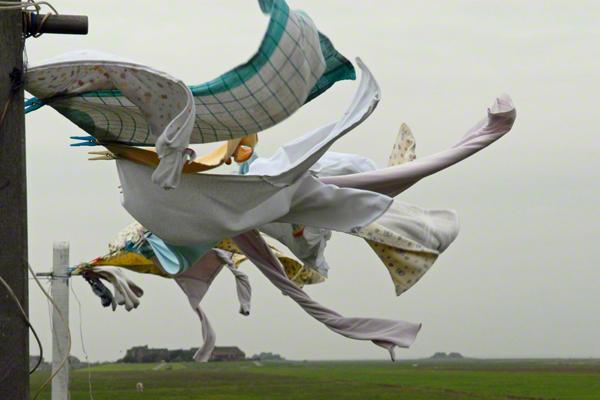 Wäsche trocknet im Wind an einer Wäscheleine auf der Insel Hooge (undatierte Aufnahme).