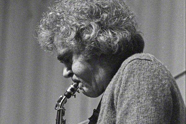 Der Saxofonist Charlie Mariano bei einem Auftritt im Klubhaus der Gewerkschaften in Halle an der Saale am 28.4.1980.