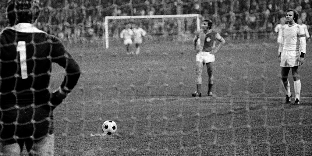 Beckenbauer wartet auf den Schiedsrichterpiff