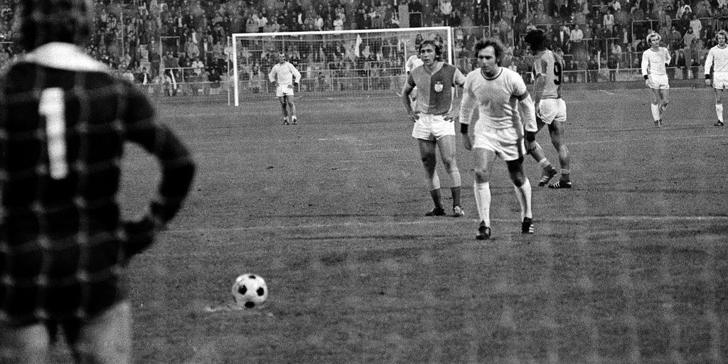 Beckenbauer läuft an.