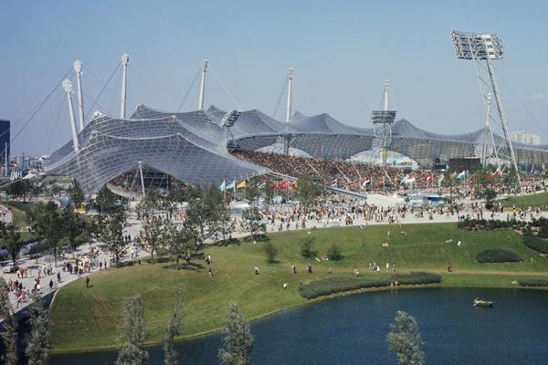 Das Olympiastadion und der Olympiapark in München während der Sommerspiele 1972.