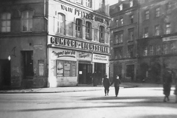 Rumford-Lichtspiele am Reichenbachplatz in München, eines der ältesten Kinos in der Stadt.