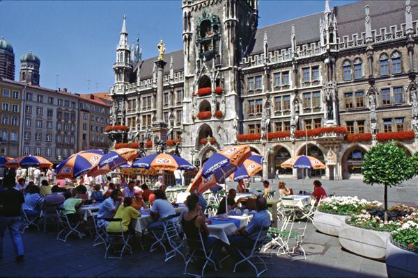 Cafe/Restaurant im Freien am Marienplatz