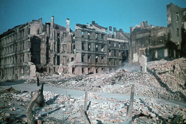 Vom Zweiten Weltkrieg zerstörte Gebäude in München (undatierte Aufnahme).