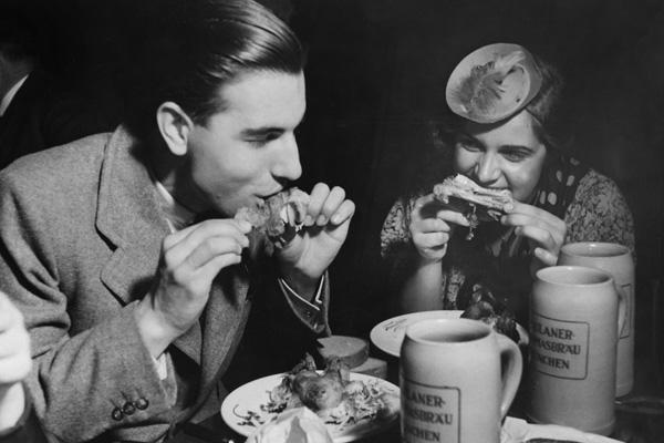 Hanns Hubmann - Erschienen in: 'Berliner Illustrirte Zeitung' 41/1936 Originalaufnahme im Archiv von ullstein bild