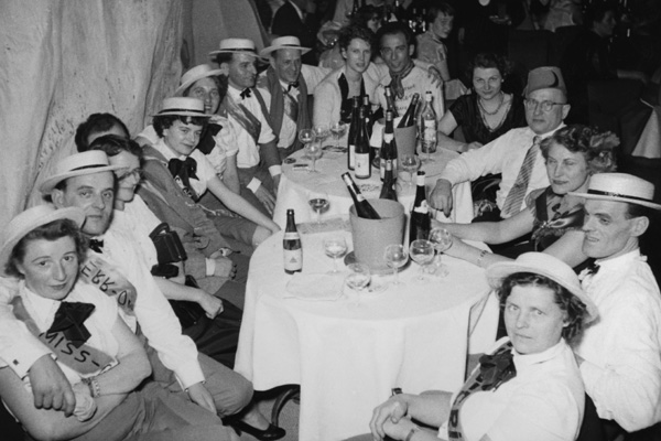 """Misswahl beim Faschingsball der Abendzeitung """"Die große Glock"""" in der Regina Bar in München."""