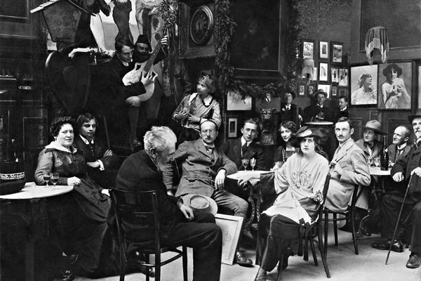 Der 'Simpl' in Schwabing während seiner Blütezeit. Im Publikum befinden sich die Filmschauspielerin Kathi Kobus (vorne links), der Maler Schmutzler und der Kapellmeister Koppe.