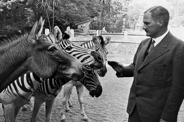 Lutz Heck (1892-1983), deutscher Zoologe. Heck leitete als Dirketor den Zoologischen Garten Hellabrunn in München und später den Zoologischen Gartens in Berlin. (undatierte Aufnahme)