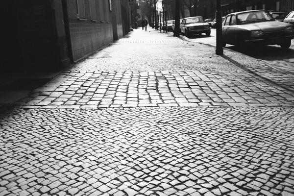 Gepflasterten Bürgersteige findet man noch viele in Berlin