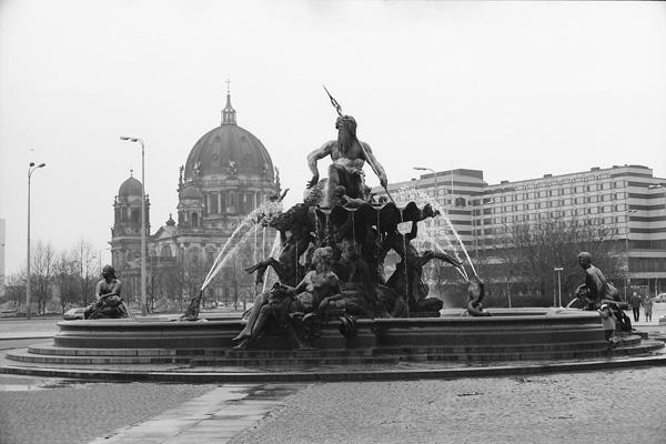 Neptunbrunnen und Berliner Dom auf der Spreeinsel.