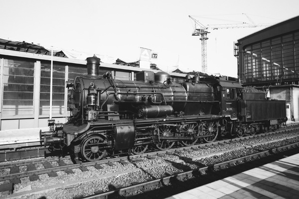 1988 ist das Jahr des Jubiläums 150 Jahre Eisenbahn in Preussen. Die DR und viele Eisenbahnvereine in Westberlin haben vieles auf die Gleise gesetzt um ihre Pretiosen den Westberlinern zu zeigen.