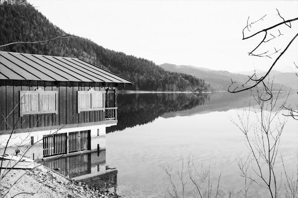 Der Walchensee ist der obere See zum Walchenseepumpspeicherkraftwerk und ein beliebtes Touristenziel.
