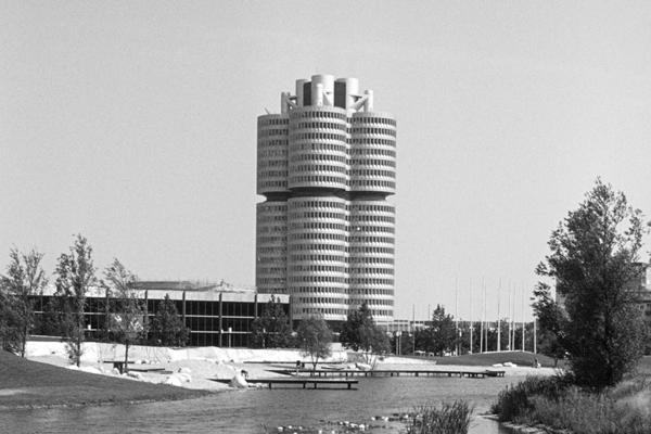 Der BMW-Vierzylinder vom Olympiapark.