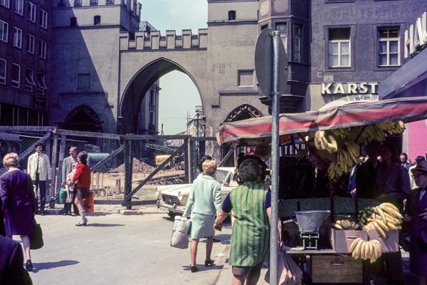 Der Karlsplatz während des Umbaus.