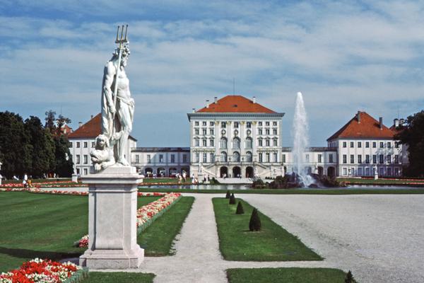 Schloß Nymphenburg von der Parkseite