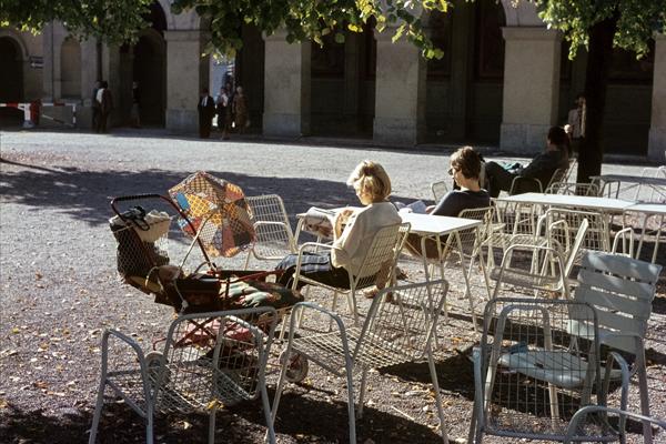 An einem Föhntag beim Café Anast im Hofgarten.