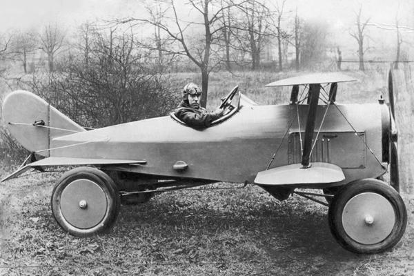 Ungewoehnliche Fahrzeuge Das Flugauto, eine Kombination aus Flugzeug und Auto - 1924 - Originalaufnahme im Archiv von ullstein bild