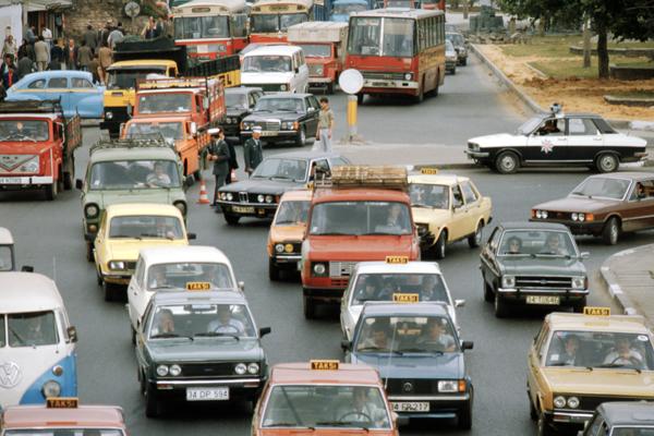 Verkehr auf der Zufahrtsstraße zur Galatabrücke.