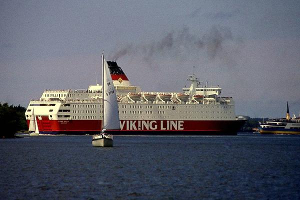 Dickschifffähre vor Mariehamn/Alandsinseln.