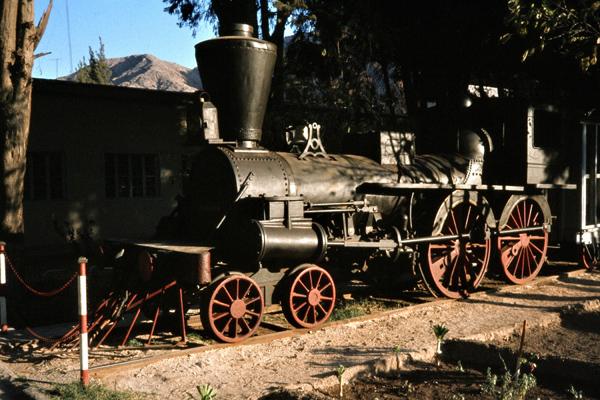 Die erste Lokomotive der ältesten Eisenbahn Südamerikas in Copiapo.