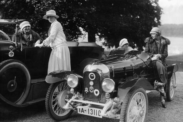 Ausflug des Berliner Damen Automobil Clubs.