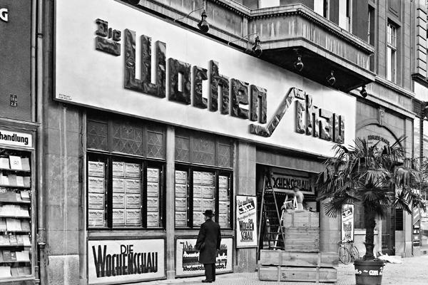 Die Wochenschau-Kinos in der Kantstraße. Vorher waren in diesem Gebäude die Richard-Oswald-Lichtspiele.