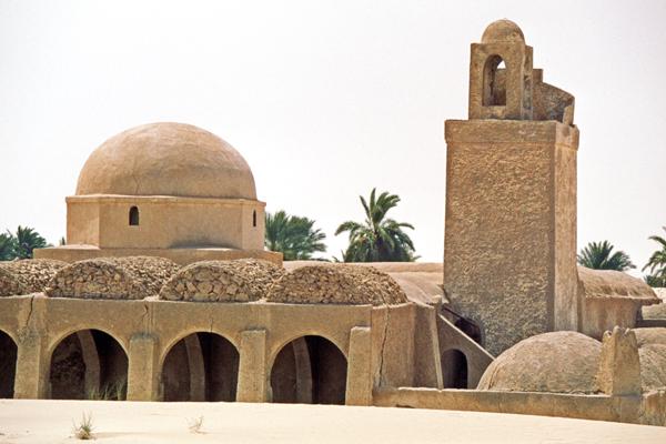 Typische Kuppeldach-Gebäude in El Qued, Algerien