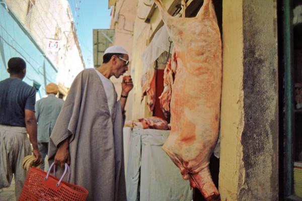 Einheimische am Markt der Oasenstadt Ghardaia, Algerien