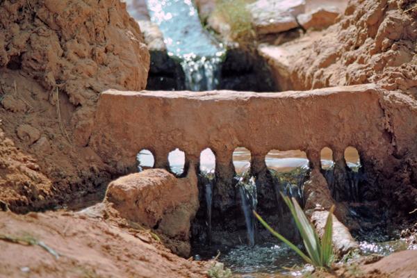 Wasserverteiler in der Oase, Timmimoun, Algerien