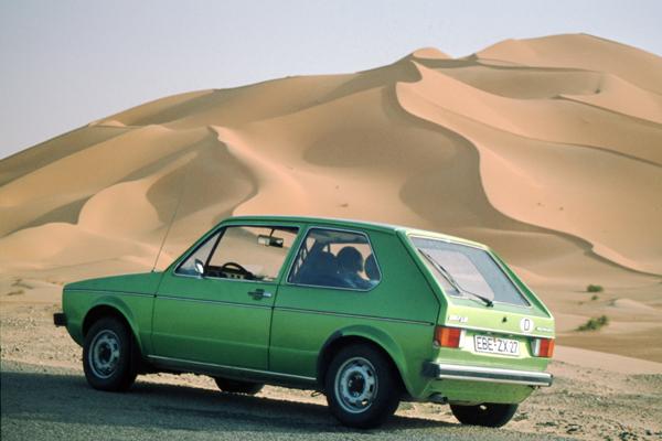 Unser VW Golf und Sanddünen im westlichen Großen Erg (Sandwüste), Algerien