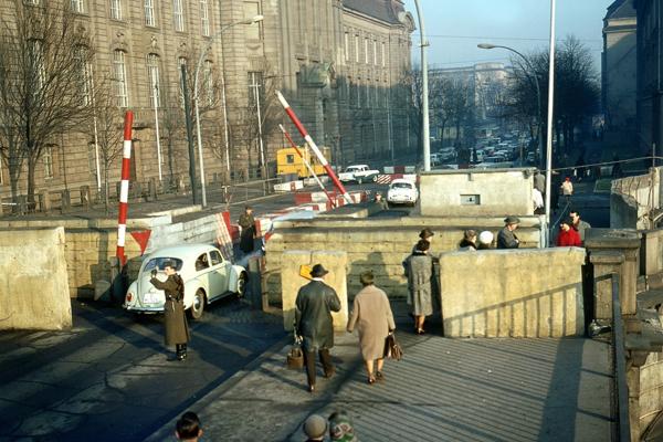 Grenzübergang Invalidenstraße.
